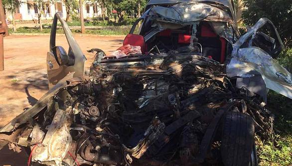 Xe bán tải nát bét sau va chạm với xe tải, 3 người chết trong đêm - Ảnh 1.