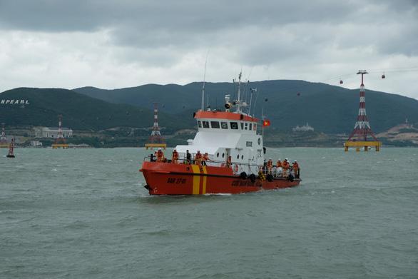 Tàu SAR 27-01 cứu du khách Nhật đột quỵ trên biển - Ảnh 1.