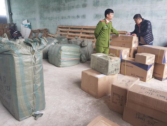 Đà Nẵng: Công an liên tục chặn bắt nhiều tấn hàng lậu Trung Quốc - Ảnh 1.