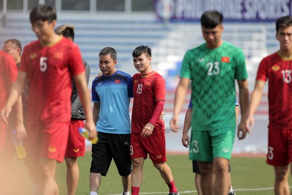 Ông Park Hang Seo gọi riêng Bùi Tiến Dũng ra trò chuyện chuẩn bị trận bán kết - Ảnh 4.