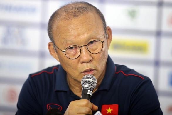 Ông Park giận dỗi truyền thông Việt Nam vì làm lộ đội hình xuất phát sớm - Ảnh 1.