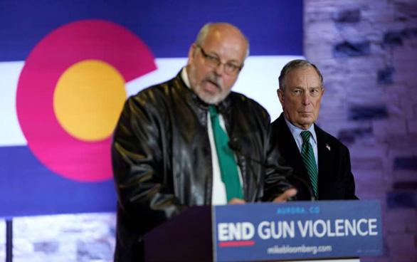 Tỉ phú Mỹ hứa nếu đắc cử tổng thống sẽ dứt điểm bạo lực súng đạn - Ảnh 1.