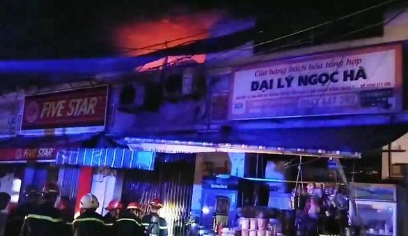 Cháy đau lòng ở quận 7 lúc rạng sáng, 3 người thiệt mạng - Ảnh 1.