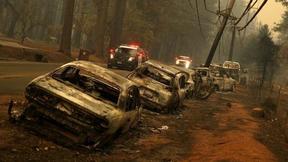 Xài cột điện gỗ cũ kỹ, công ty Mỹ phải bồi thường nặng vì gây cháy - Ảnh 2.