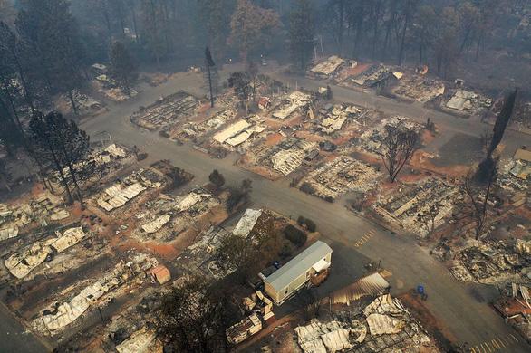 Xài cột điện gỗ cũ kỹ, công ty Mỹ phải bồi thường nặng vì gây cháy - Ảnh 1.