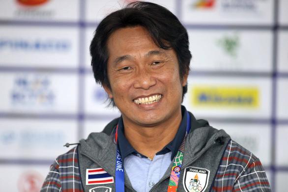 HLV tuyển nữ Thái: Chúng tôi sẽ chặn lối chơi đồng đội của Việt Nam - Ảnh 1.