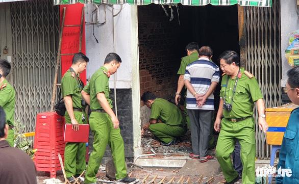 Phá cửa căn nhà cháy, đau xót thấy mẹ ôm con 2 tuổi chết - Ảnh 3.