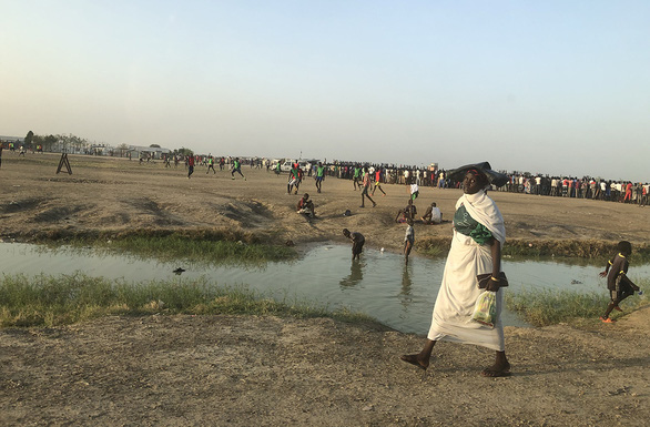 Mũ nồi xanh Việt Nam ở Nam Sudan - Kỳ 7:  Lỗ đạn, nhà cháy và giọt nước ở Bentiu - Ảnh 3.