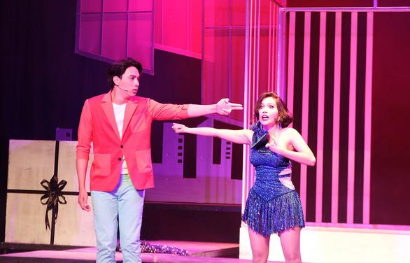 Tuyết Sài Gòn - nhạc kịch của Buffalo - về Thế giới trẻ mùa Noel này - Ảnh 1.