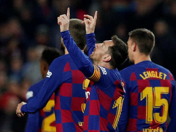 Messi lập hat-trick, Barca tiếp tục giữ đỉnh bảng bất chấp nỗ lực của Real - Ảnh 2.