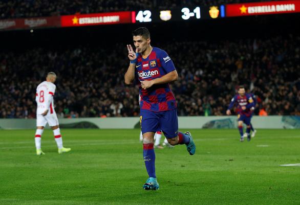 Messi lập hat-trick, Barca tiếp tục giữ đỉnh bảng bất chấp nỗ lực của Real - Ảnh 3.
