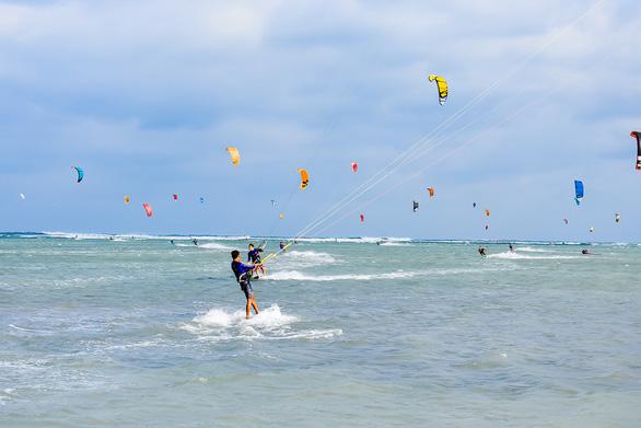 Ninh Chữ - điểm đến của lướt ván diều quốc tế - Ảnh 2.