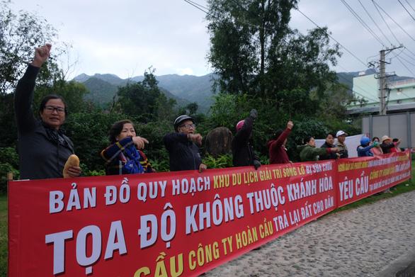 Dân Nha Trang lại căng băng-rôn đòi đất tại dự án Sông Lô - Ảnh 3.
