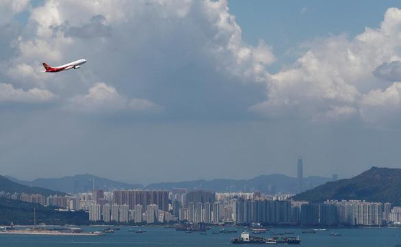 Hong Kong Airlines thoát chết trong gang tấc - Ảnh 1.