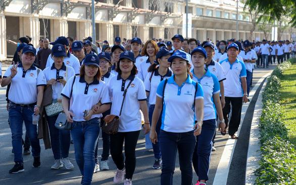 Hơn 1.500 vận động viên đi bộ đồng hành ủng hộ quỹ Vì người nghèo - Ảnh 4.