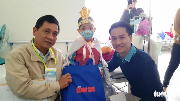 Ngày hội Hoa hướng dương ở Huế: Con ước có một bộ áo quần siêu nhân - Ảnh 1.