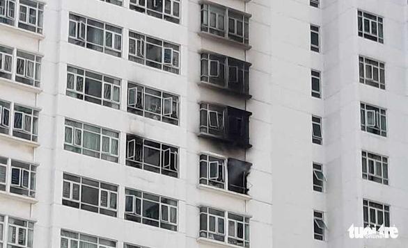 Cháy chung cư Hoàng Anh Gold House, hàng trăm cư dân hốt hoảng tháo chạy - Ảnh 3.