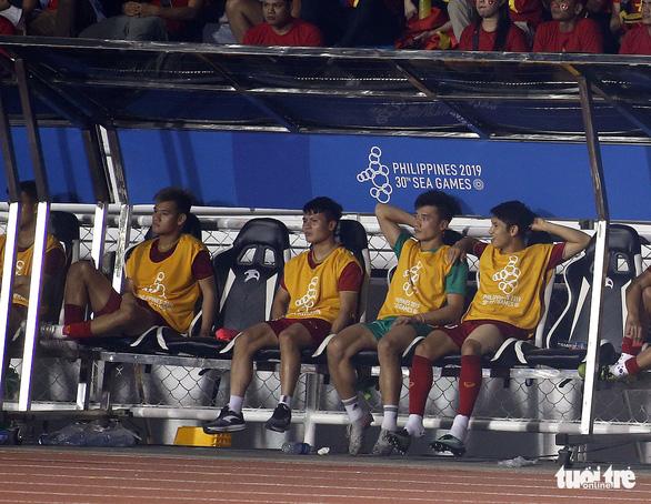 Quang Hải làm gì trong trận thắng U22 Campuchia 4-0? - Ảnh 9.