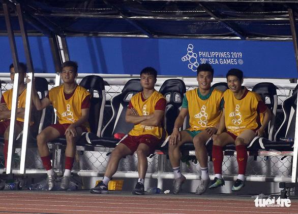 Quang Hải làm gì trong trận thắng U22 Campuchia 4-0? - Ảnh 10.
