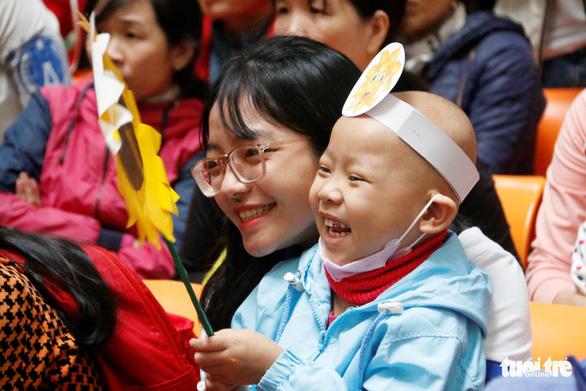 Ngày hội Hoa hướng dương ở Huế: Con ước có một bộ áo quần siêu nhân - Ảnh 2.