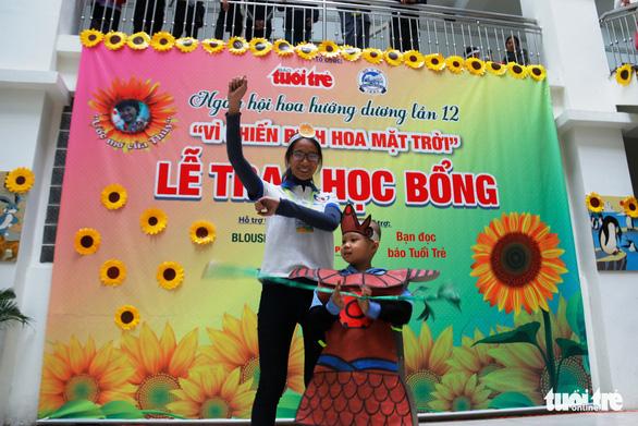Ngày hội Hoa hướng dương ở Huế: Con ước có một bộ áo quần siêu nhân - Ảnh 6.