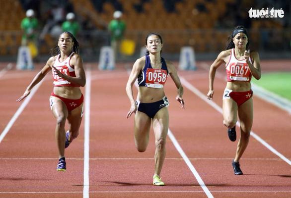 Nữ hoàng tốc độ Tú Chinh bật khóc sau khi ngoạn mục giành HCV 100m - Ảnh 1.