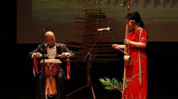 Khách Tây mắt tròn mắt dẹt vì nhạc cụ tre nứa Việt Nam - Ảnh 10.