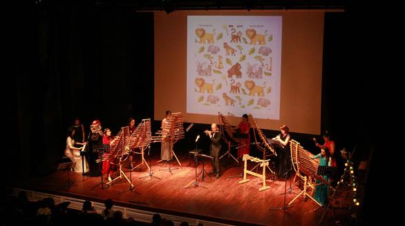 Khách Tây mắt tròn mắt dẹt vì nhạc cụ tre nứa Việt Nam - Ảnh 9.