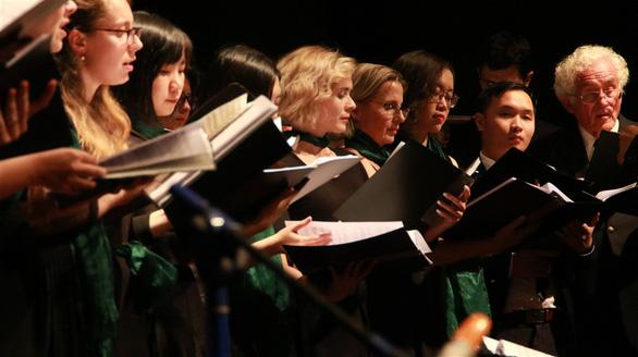 Khách Tây mắt tròn mắt dẹt vì nhạc cụ tre nứa Việt Nam - Ảnh 5.