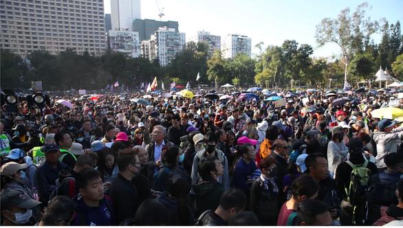Biển người biểu tình áo đen tràn ngập khu trung tâm Hong Kong - Ảnh 2.