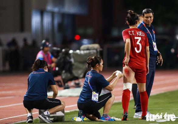 Đừng hứa nữa, hãy chuyển tiền cho đội tuyển nữ Việt Nam - Ảnh 2.