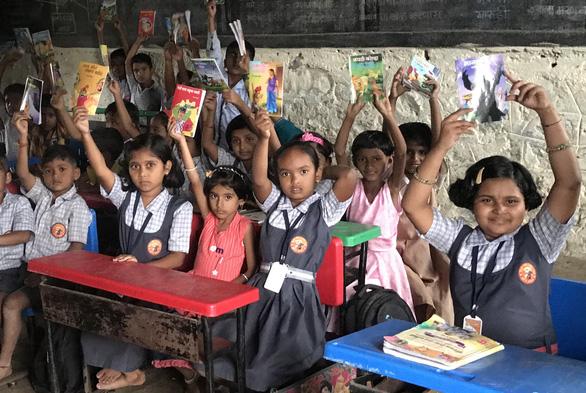 Trường học Ấn Độ dạy yoga, thiền để học sinh phi bạo lực - Ảnh 2.