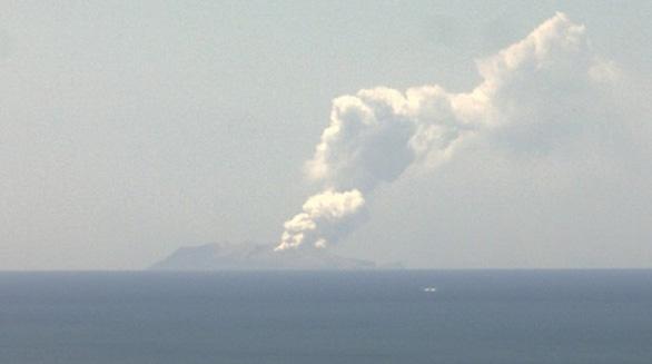 5 người thiệt mạng, nhiều người mất tích do ở gần núi lửa phun trào - Ảnh 2.