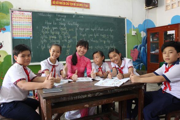 Những cô gái Việt vượt khó được bà Michelle Obama ôm chặt ở Long An - Ảnh 5.