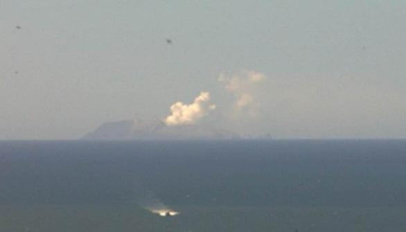 5 người thiệt mạng, nhiều người mất tích do ở gần núi lửa phun trào - Ảnh 1.