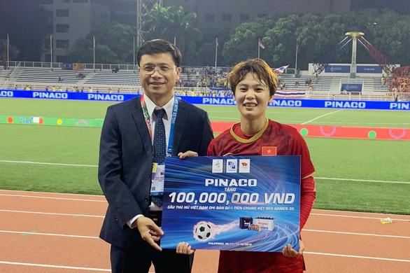 Tuyển thủ nữ Hải Yến nhận thưởng nóng 100 triệu từ PINACO - Ảnh 3.