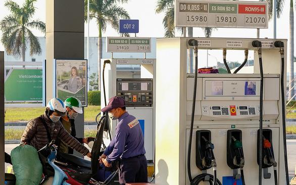 Xăng dầu hút thêm nhà đầu tư ngoại - Ảnh 1.