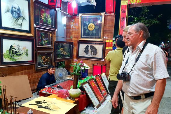 Quảng bá thuơng hiệu tại chợ phiên Tết - Ảnh 2.
