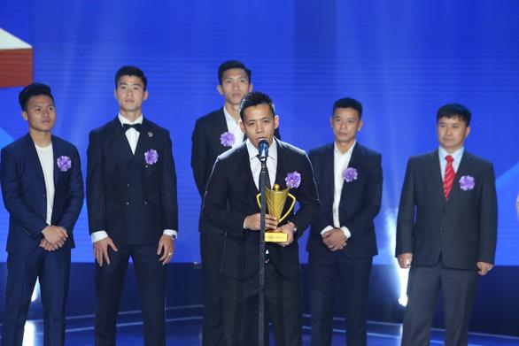 Quang Hải giành danh hiệu VĐV nam của năm - Cup Chiến thắng 2018 - Ảnh 4.