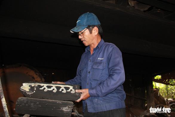 Ngôi làng chuyên làm đồ đồng chưng cúng nổi tiếng nhất Điện Bàn - Ảnh 5.