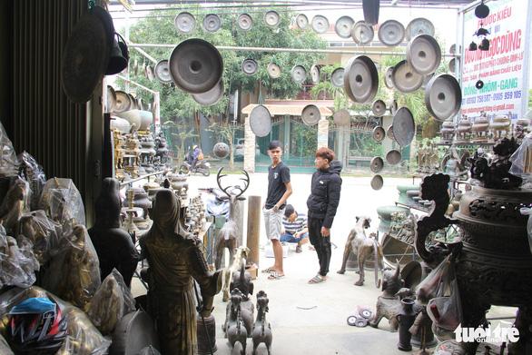 Ngôi làng chuyên làm đồ đồng chưng cúng nổi tiếng nhất Điện Bàn - Ảnh 8.