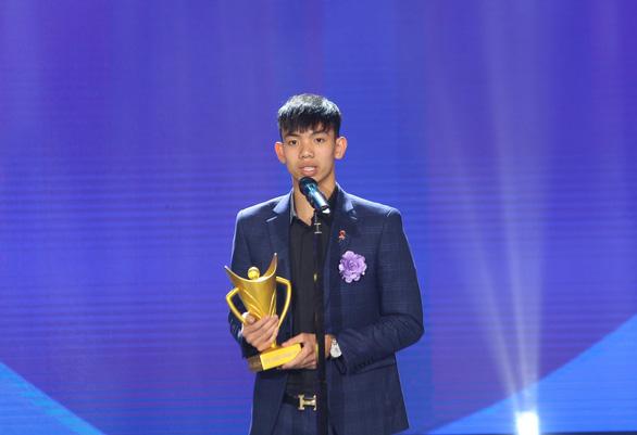 Quang Hải giành danh hiệu VĐV nam của năm - Cup Chiến thắng 2018 - Ảnh 5.