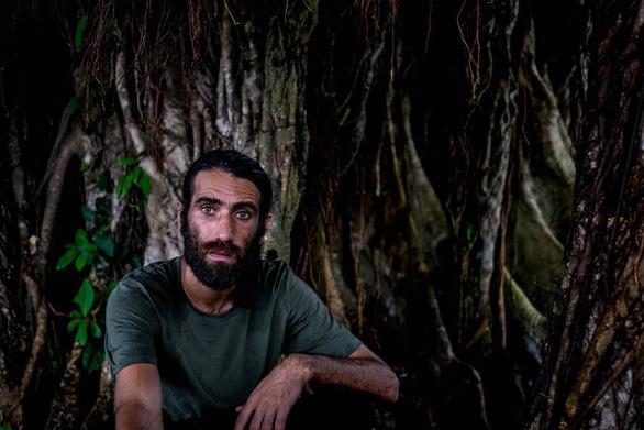 Người tị nạn viết sách bằng điện thoại đoạt giải thưởng 90.000 USD - Ảnh 1.