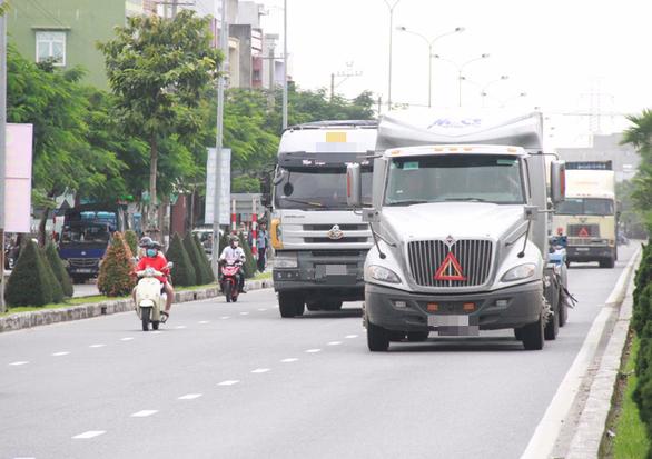Công an vào cuộc xác minh đoàn xe đầu kéo vượt đèn đỏ ở Đà Nẵng - Ảnh 3.