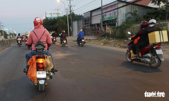 Lên lại Sài Gòn với trĩu nặng quà quê - Ảnh 4.