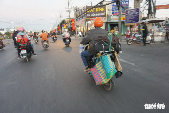 Lên lại Sài Gòn với trĩu nặng quà quê - Ảnh 5.