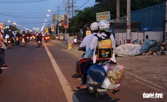Lên lại Sài Gòn với trĩu nặng quà quê - Ảnh 6.