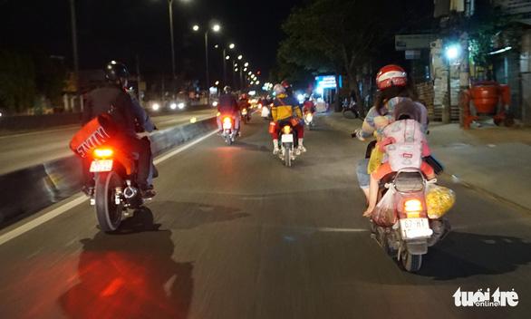 Lên lại Sài Gòn với trĩu nặng quà quê - Ảnh 7.