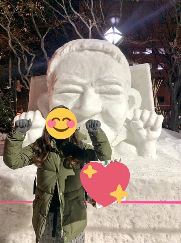 Messi Thái được tạc tượng bằng tuyết ở Nhật Bản - Ảnh 2.