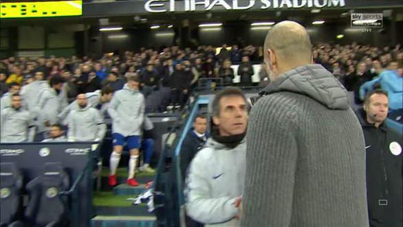 HLV Guardiola giải thích giúp Sarri vụ không bắt tay - Ảnh 3.